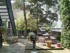 Terrasse mit Außentreppe
